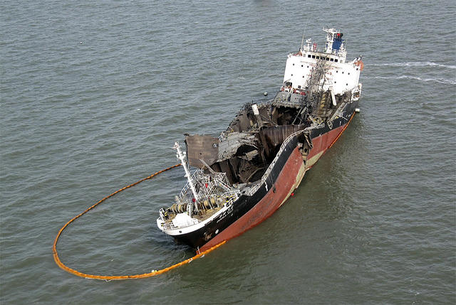Oil tanker explosion kills 5 off coast of South Korea